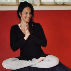 charmaine yoga | fit durch den Lockdown im Advent